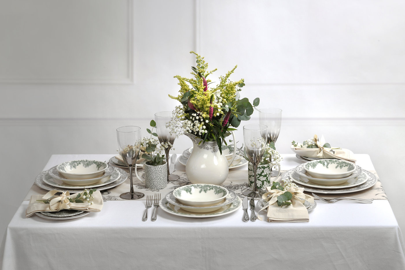 RUSKIN VIE TABLE SETTING
