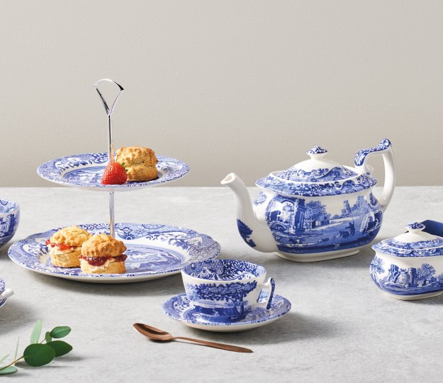 The epitome of timeless style. Blue and white simplicity for maximum effect. Effortlessly Spode.